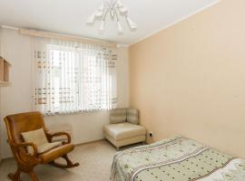 Apartment on Krestinskogo, hotel in Yekaterinburg