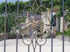 Bougainvillea Apartments, hotel in Makarska