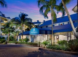 Olde Marco Island Inn and Suites, hotel near Esplanade Shoppes, Marco Island