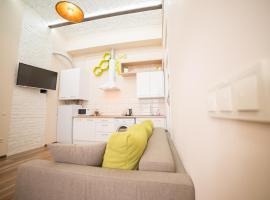 Honey Apartment with Balcony, hotel near Lonsky Prison Museum, Lviv