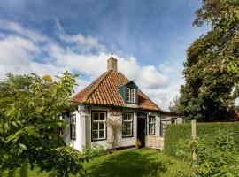 Fairytale Cottage in Nes Friesland with garden and terrace, holiday home in Nes