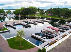 Tall Ships Landing Coastal Resort, room in Brockville
