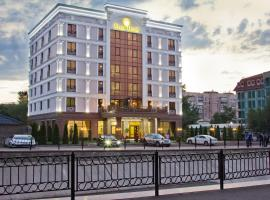Plaza Hotel Almaty, hotel near Boluan Sholak International Exhibition and Sports Centre, Almaty