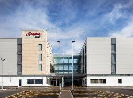 Hampton By Hilton Bristol Airport, hotel in Redhill