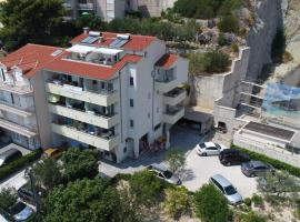 Apartments Rica, apartment in Omiš