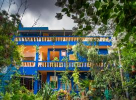 The Coral Tree Homestay, family hotel in Agra