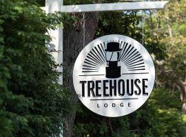 Treehouse Lodge, hotel in Woods Hole