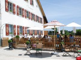 Auberge Chez l'Assesseur - Mont-Soleil, hôtel à Saint-Imier près de: Le Rumont T-bar