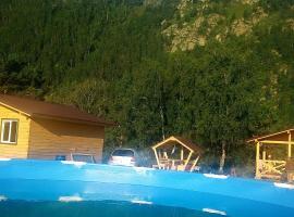 Чемальская Катунь, hotel with pools in Chemal