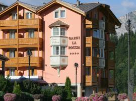 Hotel Garni La Roccia, guest house in Andalo