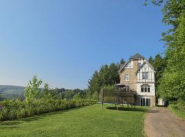 Countryside Villa in Trois Ponts Liege with garden, hotel in Trois-Ponts