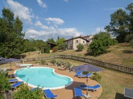 Luxurious Farmhouse in Aulla with Swimming Pool, hotel ad Aulla