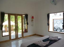 Dewi Garden Guesthouse, guest house in Kuta Lombok