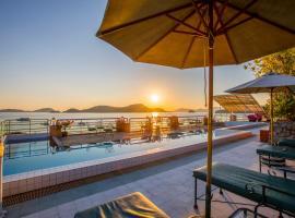 فندق كانتاري باي فوكيت، فندق في شاطئ بنوا