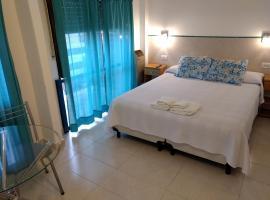 Hotel Soleares, hotel cerca de Playas del Sur, Mar del Plata