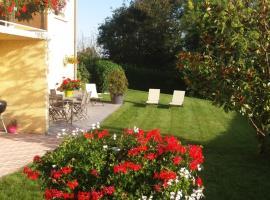 Ma maison fleurie proche aéroport, Eurexpo, hôtel  près de: Aéroport de Lyon - Saint-Exupéry - LYS