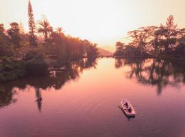 Hunas Falls, resort in Kandy