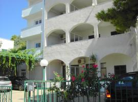 Apartmani R&B Radalj, beach hotel in Makarska