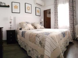 Apartment Meson de Paredes, hotel cerca de Puerta de Toledo, Madrid