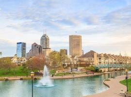 Your Home in Indy + FREE Private Parking, 5min Downtown, apartment in Indianapolis