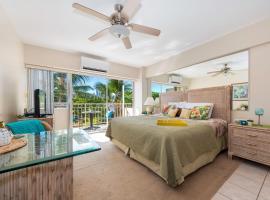Waikiki Shore 305 (beachfront/balcony), apartment in Honolulu