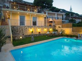 Panoramic View Residence, pet-friendly hotel in Porto Rafti