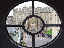 Castle Properties: The Sovereign 5 Bed Town House, hotel near Windsor Castle, Windsor