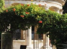 Le Clair de la Plume - Les Collectionneurs, hotel in Grignan