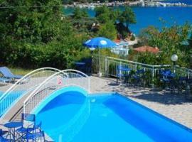 Hotel Emerald, apartment in Chrysi Ammoudia