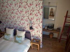 B&B Huis Willaeys, budget hotel in Bruges