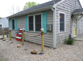 Cozy Cottage-5 minute walk to Priscilla Beach, holiday home in Plymouth