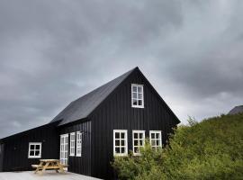 Black timber house, hotel in Borgarnes