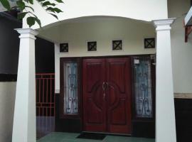 Tasya Guest House, villa in Mataram