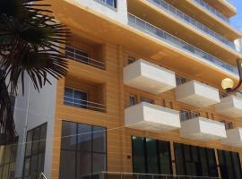 Sun Hotel, hotel in Durrës