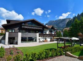 Chalet Elisabeth, hotel in Selva di Val Gardena