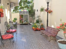 La Tertulia, hotel en Campana