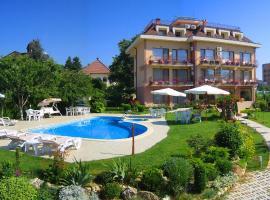 Family Hotel Vega, хотел близо до Университетска Ботаническа Градина, Св. Св. Константин и Елена