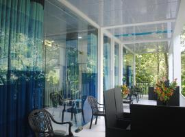 Glass Rooms Accommodations Adam's peak, hôtel à Nallathanniya