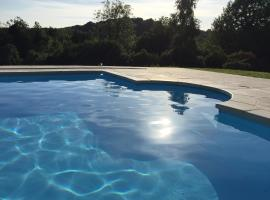 Beauchamps Maison d'hotes, hotel with pools in Genneville