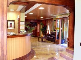 Hotel Menano, hotel in Manzanares