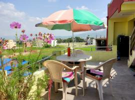Everest Home Stay Apartment, glamping site in Pātan
