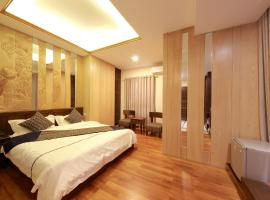 The Home Hotel, hotel in Mandalay