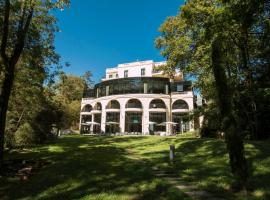 Hotel & Spa Le Pavillon, ξενοδοχείο κοντά σε Βασιλική της Παναγίας της Φουρβιέρ, Charbonnieres-les-Bains