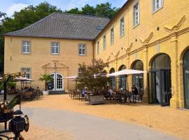 Hotel Schloss Dyck, hotel near Jever Fun Skihalle, Jüchen