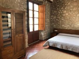 Hostal Can Xicu, guest house in Capmany