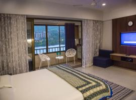 Lavasa Luxury Lakeview Studio, spa hotel in Lavasa