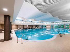 Parklane Resort and SPA, hotel with pools in Saint Petersburg