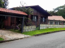 Chale Bosque da Serra, holiday home in Canela