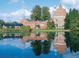 Broholm Castle, hotel in Gudme