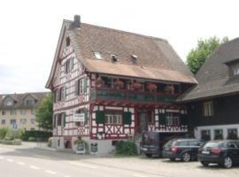 Hotel Restaurant Pizzeria Rotes Haus, Hotel in Landschlacht Gemeinde Münsterlingen